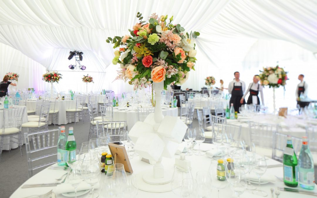 Guide to planning a marquee wedding.